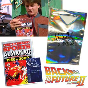 RETOUR VERS LE FUTUR 2 - PACK : GRAYS SPORTS ALMANAC 1950-2000 & BAG BLAST FROM THE PAST OFFICIELS