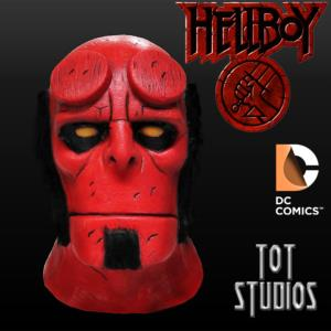 HELLBOY - MASQUE OFFICIEL DC COMICS AVEC SUPPORT (TOT STUDIOS)
