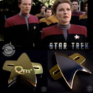 STAR TREK : VOYAGER - COMMUNICATOR STARFLEET BADGE OFFICIEL