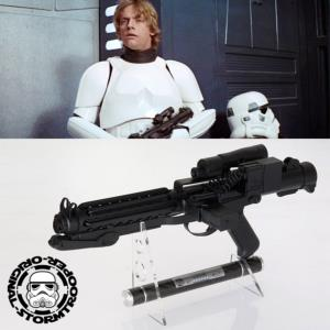 STAR WARS - STORMTROOPER BLASTER E11 OFFICIEL LIMITED EDITION NUMEROTEE AVEC SUPPORT DELUXE