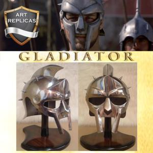 GLADIATOR - CASQUE MAXIMUS REPRODUCTION AVEC SUPPORT BOIS DELUXE & COUSSIN (VERSION ART REPLICAS)