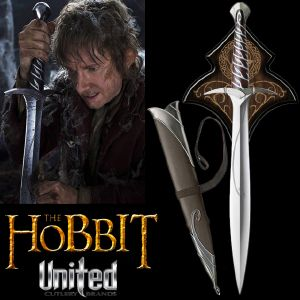 "THE HOBBIT - EPEE ""STING"" DE BILBO OFFICIELLE + SUPPORT BOIS DELUXE + FOURREAU (UNITED CUTLERY)"