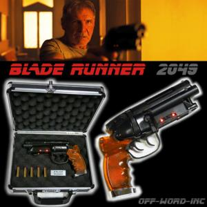 BLADE RUNNER 2049 - BLASTER EDITION LIMITEE (VERSION OFF-WORD-INC™) + MALLETTE ALUMINIUM