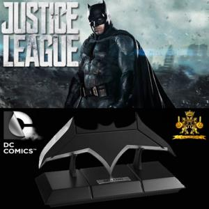 JUSTICE LEAGUE - BATMAN BATARANG OFFICIEL (DC COMICS - THE NOBLE COLLECTION)